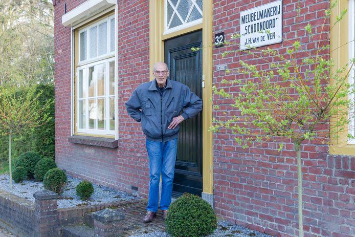 Jack van de Ven, gepensioneerd Oirschotse meubelmaker, voor zijn oude meubelfabriek Schoonoord.