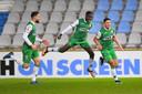Dolle vreugde bij Nikolas Agrafiotis en Richie Musaba (midden) na de 0-2 van Naoufal Bannis (rechts) tegen De Graafschap.