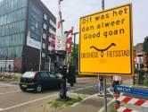 Fietsers in binnenstad Enschede enthousiast over ludieke verkeersborden
