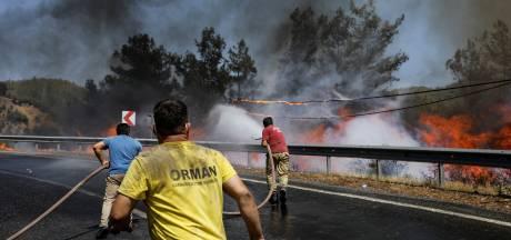 Britt (20) uit Nijmegen maakt bosbranden van dichtbij mee in Marmaris: 'De mooie natuur is er niet meer'