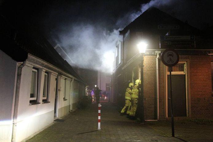 Veel rook bij een woningbrand in 's Heerenberg.