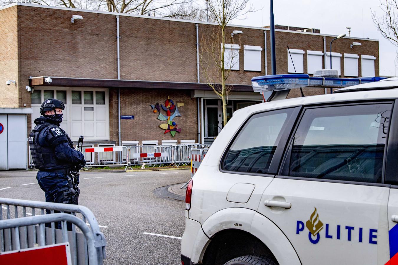 Beveiliging bij De Bunker in Amsterdam Osdorp voor het liquidatieproces Marengo.