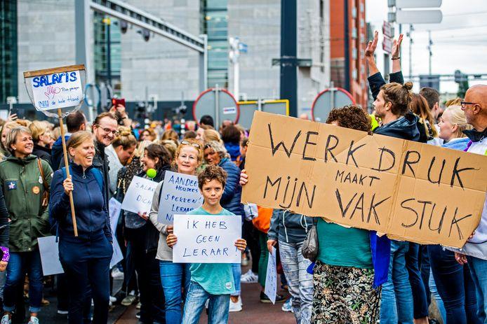 Leraren gingen het afgelopen jaar al vaker de straat op om te protesteren tegen de hoge werkdruk en slechte salarissen.