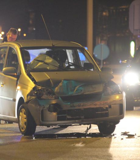 Flinke schade na botsing twee auto's op knooppunt Westerlee