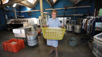 """Lucienne (76) sluit na 56 jaar wasserij: """"Tijd om een hobby te zoeken"""""""