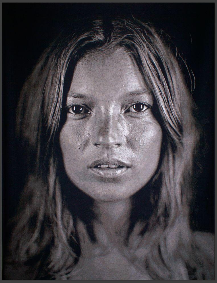 Een foto van Kate Moss door Chuck Close die in september geveild zal worden in Christie's in september. Beeld ap