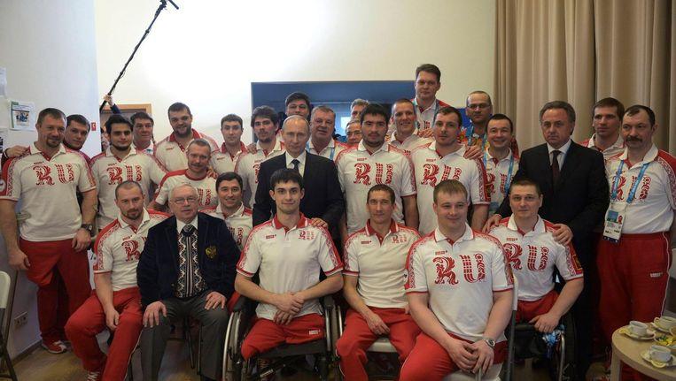 Poetin met het Russische paralympische team in 2014. Beeld reuters