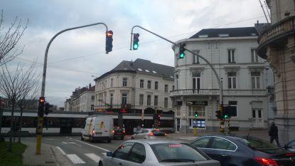 Trams blokkeren kruispunt Kortijksepoortstraat door grote drukte in centrum Gent
