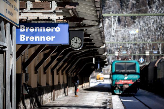 Een treinstation in het Oostenrijkse Brenner, dicht bij de skigebieden.