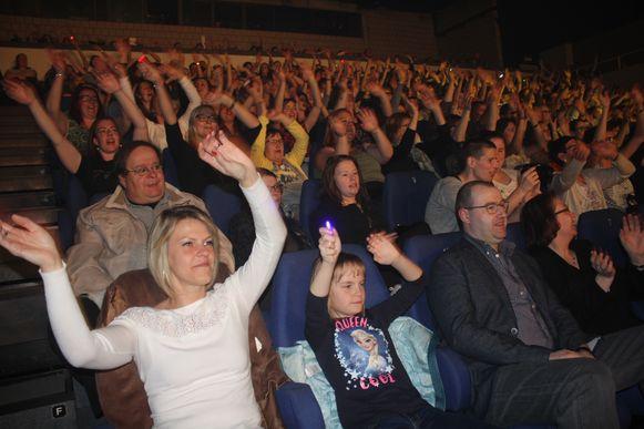 Het publiek gaat uit de bol tijdens het comebackconcert van Get Ready in De Plomblom.