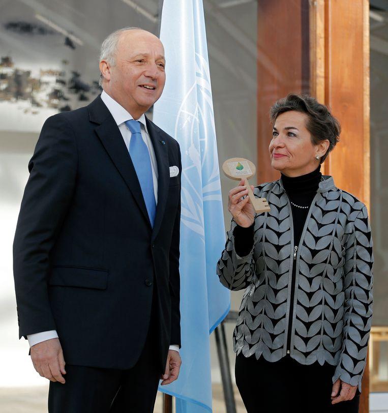 De Franse minister van Buitenlandse Zaken Laurent Fabius en klimaatverantwoordelijke van de VN Christiana Figueres. Beeld AP