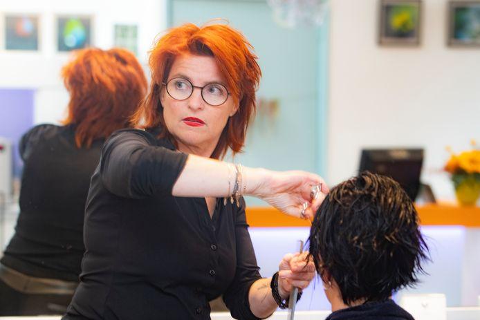 Marjolein Burges van Hair Design aan de Korenstraat in Apeldoorn.