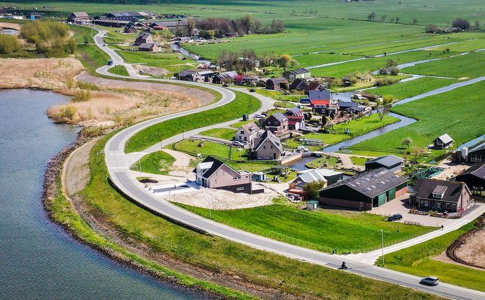 De Lekdijk in Nieuw-Lekkerland.