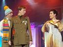 Toneelclub Liempde: Colonel de Limo heeft een goed gesprek met de nuffige Leonora.