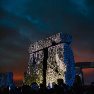 fotoreeks over Feest tussen 4.000 jaar oude stenen: hipsters en hippies vieren zonnewende in Stonehenge