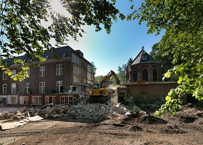 De sloop van de westelijke aanbouw van Groot Bijstervelt.