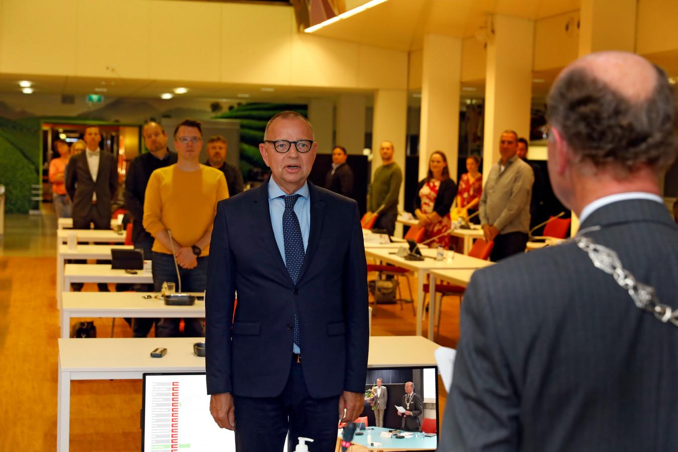 Jules Bijl werd eind september geïnstalleerd als wethouder in Vlaardingen. Dat gebeurde in het voormalige Unilevergebouw, waar de raadsvergadering vanwege de coronamaatregelen plaatsvond.