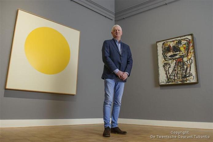 Kunstverzamelaar Geert Steinmeijer begint een museum in de voormalige rentmeesterij van Twickel. Hier poseert hij in Rijksmuseum Twenthe.