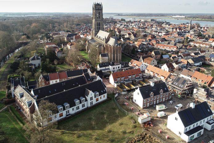 Nederland,  Zaltbommel, de torentuin met uitzicht op de stad en rivier de Waal.