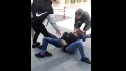 Vechtpartij tussen scholieren in drukke winkelstraat: politie is onderzoek gestart