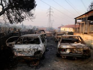 Grote natuurbrand ten noorden van Athene woedt nog steeds: inwoners gevraagd om binnen te blijven