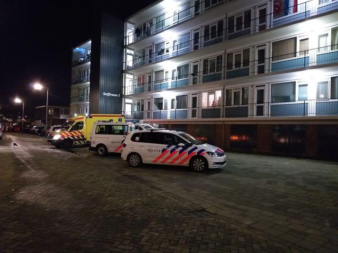 De politie doet momenteel onderzoek na een woningoverval aan de Saffraanstraat in Hoogvliet.
