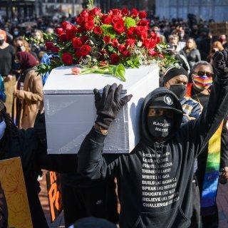 De spanning in Minneapolis is terug, nu de rechtszaak over de dood van George Floyd begint
