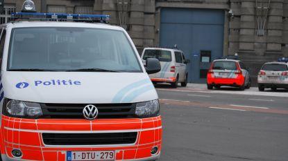 Politieagent die met enkelband thuis zat na verspreiding van gruwelijke beelden, zit opnieuw in de cel