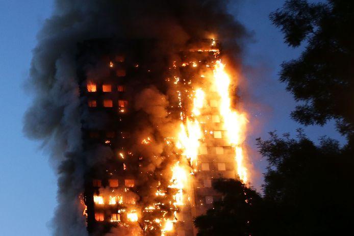 Door een onveilige gevel kon de brand in de Londense Grenfell Tower in 2017 snel om zich heen slaan. Er stierven meer dan zeventig bewoners.