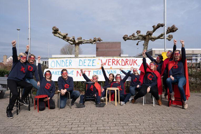 SINT-KATELIJNE-WAVER De leerkrachten van Basisschool Dijkstein houden een ludieke actie om de werkdruk aan te kaarten.