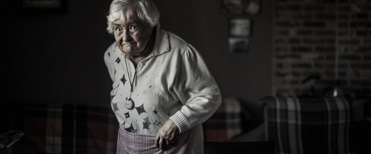 Madeleine Van Maelsaeke (88) woont nog thuis, in Volkegem, staat op de wachtlijst. Beeld Karoly Effenberger