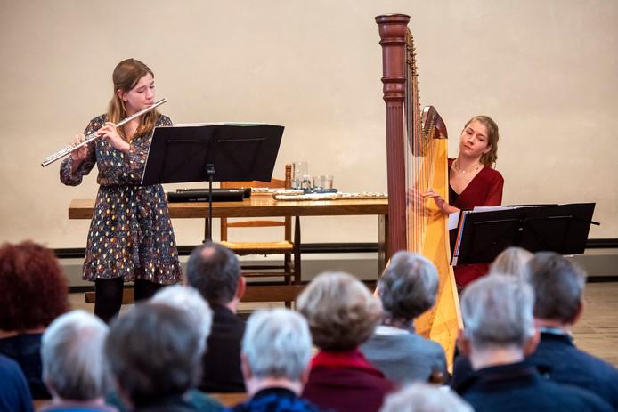 Sarah (links) en Merle van der Lijke betoverden zondag in Velp het publiek.