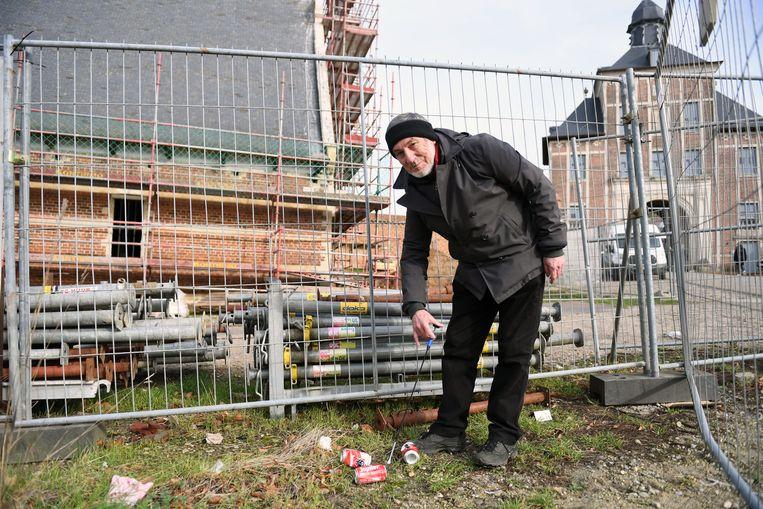 Dolf Wieërs ruimt dagelijks zwerfvuilnis op tijdens zijn wandelingen in Leuven.
