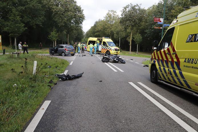 Ongeluk tussen motorrijder en auto in Mill.