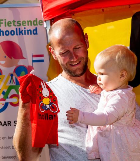 Teun belooft in Epe: niet met de auto maar met de fiets naar school