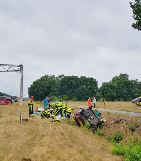 Ongeluk A58 bij Tilburg; vier personen ernstig gewond