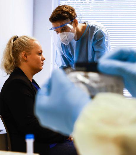 Wachttijd voor coronatest bij teststraten GGD in Flevoland omlaag