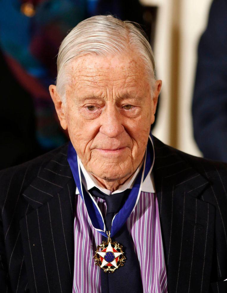 Ben Bradlee in 2013, toen hij een Presidential Medal of Freedom ontving. Hij overleed een jaar later. Beeld reuters