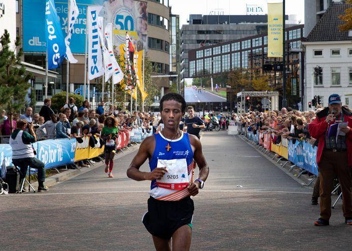 Mesgina Tesfay van Eindhoven Atletiek won de halve marathon van Eindhoven.