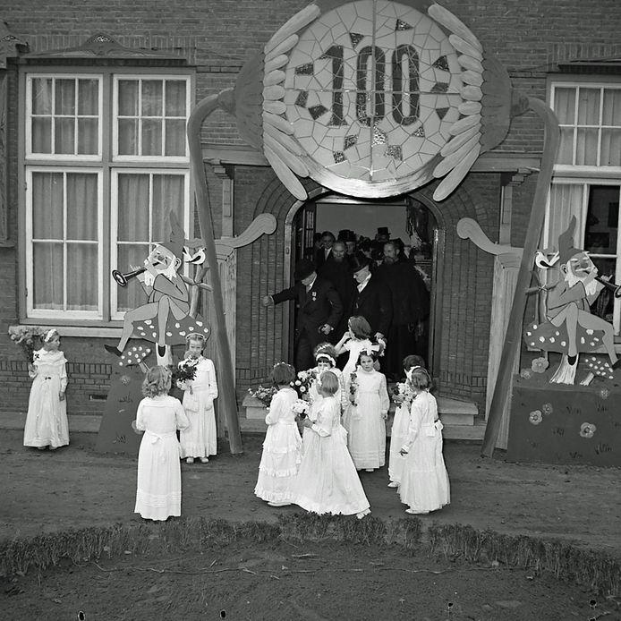 Van der Meeren uit Meerveldhoven viert zijn 100ste verjaardag