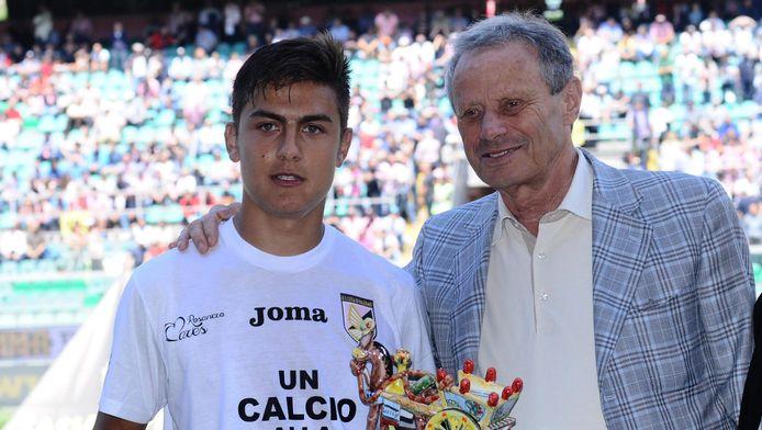 Maurizio Zamparini (rechts) in mei 2015 met Paulo Dybala, de Argentijnse aanvaller die tegenwoordig uitkomt voor Juventus.