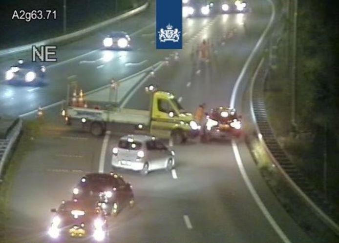 Automobilisten die woensdagavond de rode kruizen bij de Galecopperbrug bij Utrecht negeerden, zijn door aannemer Ralph Hendriksen klemgereden.