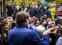 Baudet spreekt demonstranten toe die demonstreren tegen de coronawet op het Plein in Den Haag.