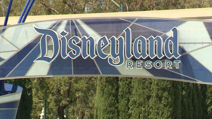 Depuis mardi, le parc Disneyland, en Californie, a suspendu la plupart de ses mesures liées au coronavirus.