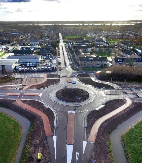 Daar is 'ie dan: de rotonde aan de Graaf Reinaldweg in Herwijnen