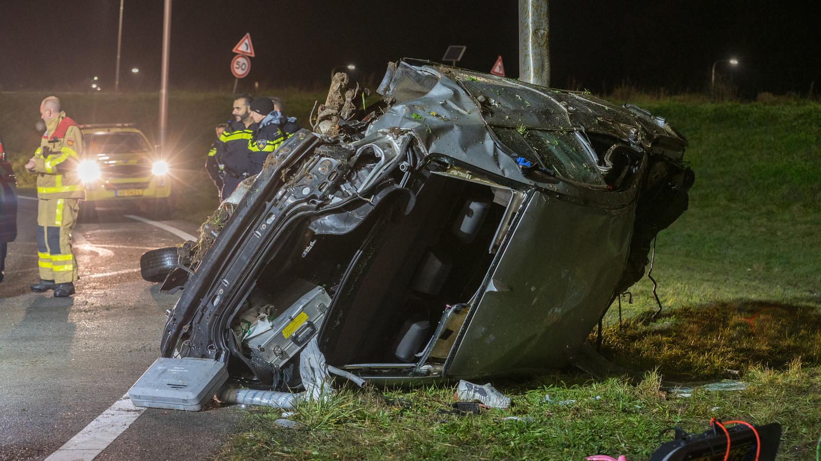 De gecrashte auto liep enorme schade op.