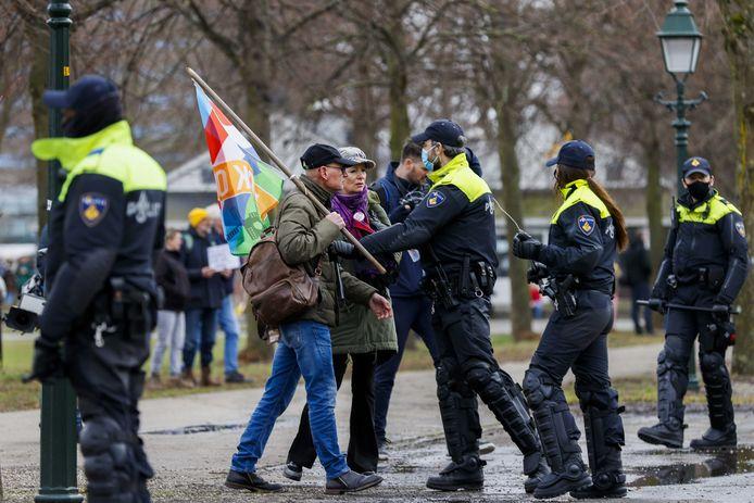 Actievoerders en politie bij het Malieveld.