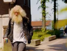 Ook dakloze Bertus hoort thuis op 'de rode loper' van Deventer: 'Maar dit ben ik niet hoor!'