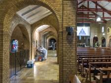 In de kerk in Bentelo komen twee werelden samen: de kerkstraat