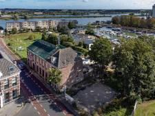 Sloop van gevaarlijke 'glashandel' in Kampen begint, krakers verblijven tijdelijk in leegstaande boerderij